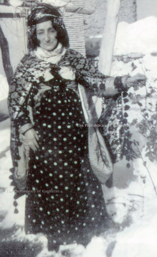 Iraq 1950  .Hapsa Khan Nakib, wife of sheikh Kader   .Irak 1950 .Hapsa Khan Nakib, femme de Sheikh Kader