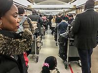 Lunga coda all'aeroporto di Washington USA  Washington airport, queue