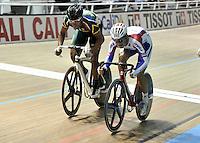 CALI – COLOMBIA – 27-02-2014: Ivan Kovalev (Der.) de Rusia y Nola Hoffman (Izq.) de Sudafrica durante final de la Hombres Scratch Hombres en el Velodromo Alcides Nieto Patiño, sede del Campeonato Mundial UCI de Ciclismo Pista 2014. / Ivan Kovalev (R) of Rusia and Nola Hoffman (L) of Sudafrica during final of the test of the Men´s Scratch in Alcides Nieto Patiño Velodrome, home of the 2014 UCI Track Cycling World Championships. Photos: VizzorImage / Luis Ramirez / Staff.