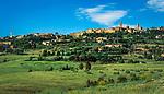 Italien, Toskana, Provinz Pisa, Volterra: mit der Festung der Medici, der Fortezza Medicea | Italy, Tuscany, Province of Pisa, Volterra: with the fortress Fortezza Medicea