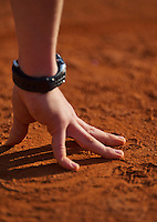 26-05-13, Tennis, France, Paris, Roland Garros, Ballboys hand on the clay surface