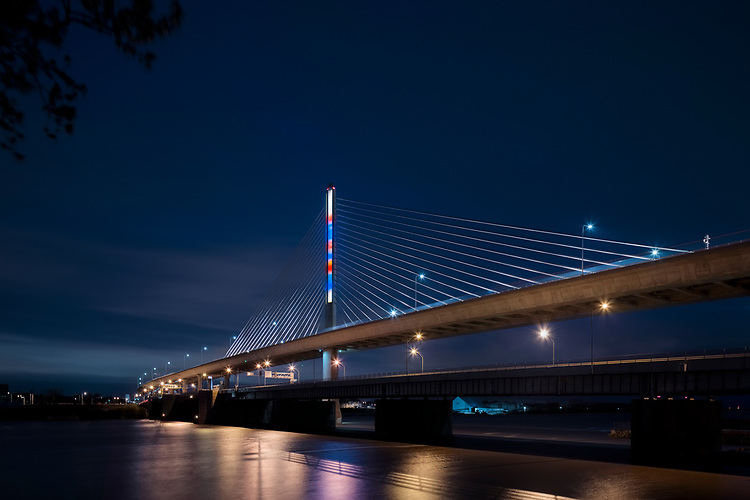 Matisse by Gail Christofferson | Toledo Veteran's Glass City Skyway Bridge | HLB Lighting