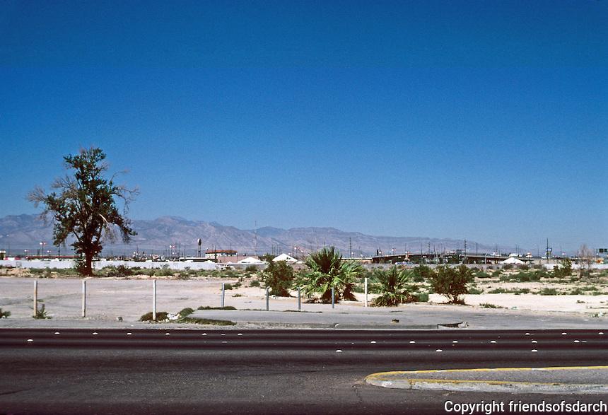 Las Vegas: Desert view from the Strip. Photo '79.