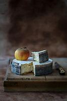 Europe/France/Rhône-Alpes/74/ Manigod: La Manigodine, fromage fermier des Aravis, Europe / France / Rhône-Alpes / 74 / Manigod: La Manigodine, farmhouse cheese from Aravis