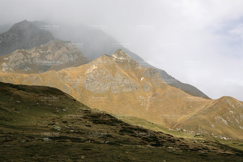 Switzerland. Canton of Ticino. Val di Blenio (Blenio valley). Lucomagno (Lukmanier) pass. © 2006 Didier Ruef