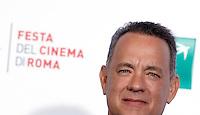 L'attore statunitense Tom Hanks posa durante un photocall al Festival Internazionale del Film di Roma, 13 ottobre 2016.<br /> U.S. actor Tom Hanks poses for a photocall during the international Rome Film Festival at Rome's Auditorium, 13 October 2016.<br /> UPDATE IMAGES PRESS/Isabella Bonotto