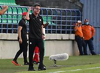 MONTERIA - COLOMBIA, 29-08-2021: Juan Carlos Osorio técnico del América gesticula durante el partido por los octavos de final vuelta como parte de la Copa BetPlay DIMAYOR 2021 entre Jaguares de Córdoba F.C. y América de Cali jugado en el estadio Jaraguay de la ciudad de Montería. / Juan Carlos Osorio coach of America gestures during match for the round of 16 round, second leg, as part of the BetPlay DIMAYOR Cup 2021 between Jaguares de Cordoba F.C. and America de Cali played at Jaraguay stadium in Monteria city. Photo: VizzorImage / Andres Felipe Lopez / Cont