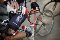 cleaning the glasses from excess mud before the 3rd restart of the day<br /> <br /> 90th Schaal Sels 2015