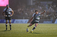 Freddie Burns of Leicester Tigers nails his second penalty kick during the Premiership Rugby match between Saracens and Leicester Tigers - 02/01/2016 - Allianz Park, London<br /> Mandatory Credit: Rob Munro/Stewart Communications