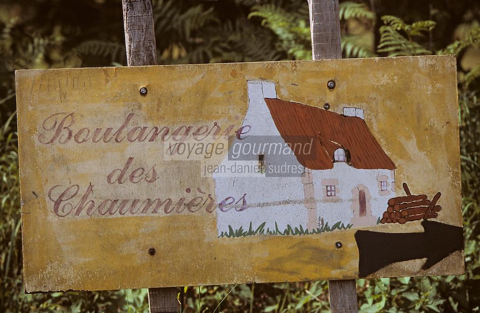 """Europe/France/Bretagne/29/Finistère/Riec-sur-Belon: Enseigne de """"La Chaumière de Lanneguy"""" (boulangerie pain biologique)"""