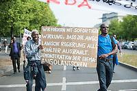 Demonstration ehemaliger angolanischer Vertragsarbeiter in Berlin.<br /> Am Freitag den 25. Juli 2014 demonstrierten ehemalige angolanische Vertragsarbeiter in Berlin dafuer, dass ihnen nach ueber 20 Jahren endlich ihre aus DDR-Arbeit zustehenden Gehaelter von ihrer Regierung ausgezahlt werden. Die Vertragsarbeiter hatten damals nur 25% ihres Lohns von der DDR-Regierung bekommen, die restlichen 75% waren an die angolanische Regierung gezahlt worden.<br /> Zugleich demonstrierten die ehemaligen Vertragsarbeiter gegen die korrupte Regierung in Angola und forderten die Bundesregierung auf, Geschaefte mit dem Diktator Dos Santos zu unterlassen.<br /> 25.7.2014, Berlin<br /> Copyright: Christian-Ditsch.de<br /> [Inhaltsveraendernde Manipulation des Fotos nur nach ausdruecklicher Genehmigung des Fotografen. Vereinbarungen ueber Abtretung von Persoenlichkeitsrechten/Model Release der abgebildeten Person/Personen liegen nicht vor. NO MODEL RELEASE! Don't publish without copyright Christian-Ditsch.de, Veroeffentlichung nur mit Fotografennennung, sowie gegen Honorar, MwSt. und Beleg. Konto: I N G - D i B a, IBAN DE58500105175400192269, BIC INGDDEFFXXX, Kontakt: post@christian-ditsch.de<br /> Urhebervermerk wird gemaess Paragraph 13 UHG verlangt.]