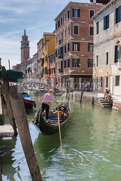 Italie, Vénétie, Venise:   Gondoles à Fondamenta Gherardini, sur le rio S Barnaba // Italy, Veneto, Venice:
