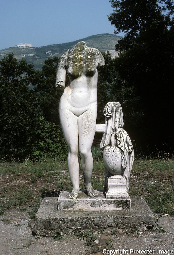 Italy: Tivoli--Hadrian's Villa. Venus--a copy of the Aprhodite of Cnidos by Praxiteles. Photo '83.