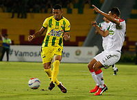 BUCARAMANGA - COLOMBIA - 11 - 02 - 2018: Jefferson Torres (Izq.) jugador de Atletico Bucaramanga disputa el balón con Mauricio Restrepo (Der.) jugador de Once Caldas, durante partido entre Atletico Bucaramanga y Once Caldas, de la fecha 2 por la Liga Aguila I 2018, jugado en el estadio Alfonso Lopez de la ciudad de Bucaramanga. / Jefferson Torres (L) player of Atletico Bucaramanga vies for the ball with Mauricio Restrepo (R) player of Once Caldas, during a match between Atletico Bucaramanga and Once Caldas, for the 2nd date for the Liga Aguila I 2018 at the Alfonso Lopez Stadium in Bucaramanga city Photo: VizzorImage  / Duncan Bustamante / Cont.