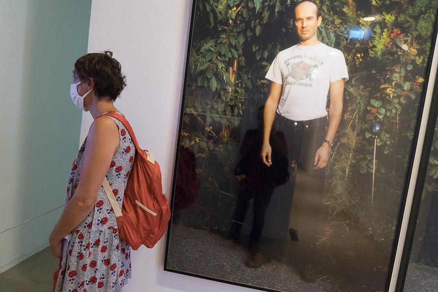 Parigi 7 agosto 2020. In viaggio verso la Bretagna e il Supertramp. Maison de la Photographié: esposizione sui lavori del fotografo Erwin Wurm