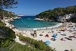 Spain, Mallorca, Cala Llombards: View over beach of Cala Llombards | Spanien, Mallorca, Cala Llombards: beliebte Bucht im Suedosten der Insel