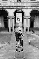 """milano, il palazzo di brera, sede dell'accademia di belle arti e della pinacoteca, e la statua di Antonio Canova: """"Napoleone in veste di Marte pacificatore"""" --- milan, the brera palace, home of the Academy of Fine Arts and of the art gallery, and the statue of Antonio Canova, """"Napoleon as Mars the Peacemaker"""""""