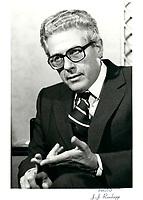 Le President de CBC Albert W Johnston<br /> a la tribune du Cercle canadien de Montreal, le 12 novembre 1979.<br /> <br /> PHOTO : JJ Raudsepp  - Agence Quebec presse