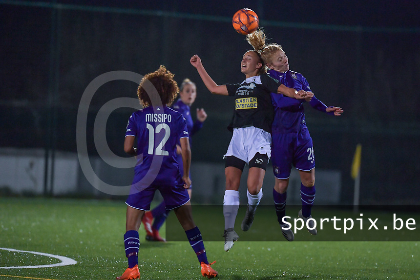 Aalst's forward Daisy Baudewijns (L) and Anderlecht midfielder Charlotte Tisson (20)(R) battle for the ball during a female soccer game between RSC Anderlecht Dames and Eendracht Aalst Ladies  on the fourth matchday of the 2020 - 2021 season of Belgian Womens Super League , Tuesday 13 th of October 2020  in ANDERLECHT , Belgium . PHOTO SPORTPIX.BE | SPP | STIJN AUDOOREN