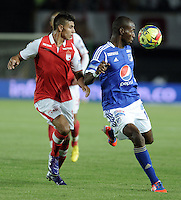 BOGOTÁ-COLOMBIA-24-01-2013.John D. Roa de Santa Fe disputa el balón con Wason Rentería de Millonarios. Este es el Primer partido de la Superliga 2013 de campeones del fútbol profesional colombiano entre Millonarios y Sante Fe./ Santa Fe's defense John D. Roa fights for the ball with Millonarios' striker Wason Rentería. This is the first game of the Super League champions 2013 Colombian professional football between Millonarios and Santa Fe. Photo: VizzorImage/STR