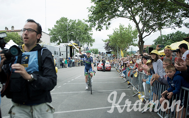 Luke Durbridge (AUS/Orica-BikeExchange) riding into the media scrum after finishing to celebrate with his teammate/stage winner Michael Matthews<br /> <br /> stage 10: Escaldes-Engordany (AND) - Revel (FR)<br /> 103rd Tour de France 2016