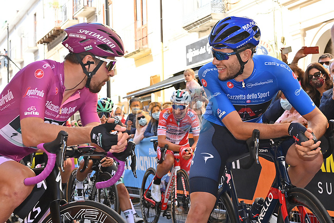 Maglia Ciclamino Peter Sagan (SVK) Bora-Hansgrohe chats with Maglia Azzurra Filippo Ganna (ITA) Ineos Grenadiers before the start of Stage 6 of the 103rd edition of the Giro d'Italia 2020 running 188km from Castrovillari to Matera, Sicily, Italy. 7th October 2020.  <br /> Picture: LaPresse/Massimo Paolone | Cyclefile<br /> <br /> All photos usage must carry mandatory copyright credit (© Cyclefile | LaPresse/Massimo Paolone)