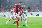 Guangzhou Forward Gao Lin (L) fights for the ball with Kashima Defender Yamamoto Shuto (R) during the AFC Champions League 2017 Round of 16 match between Guangzhou Evergrande FC (CHN) vs Kashima Antlers (JPN) at the Tianhe Stadium on 23 May 2017 in Guangzhou, China. (Photo by Power Sport Images/Getty Images)