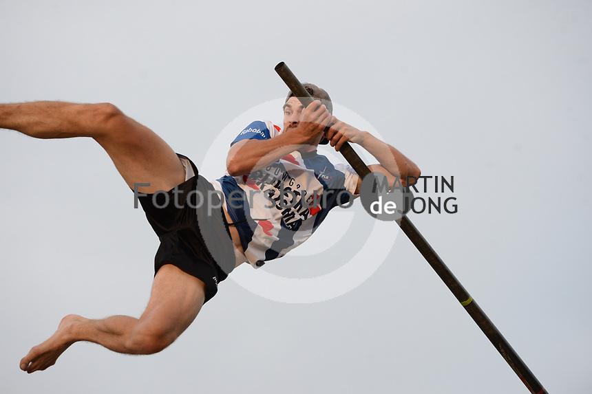 FIERLJEPPEN: WINSUM: 08-08-2020, 1e Klasse Fierljeppen, Ysbrand Galama, ©foto Martin de Jong
