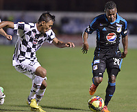 TUNJA -COLOMBIA, 06-02-2014. Johan Jaramillo (Izq) jugador de Boyacá Chicó disputa el balón con Alex Diaz (Der) jugador de Millonarios durante partido por la fecha 3 Liga Postobón I 2014 realizado en el estadio La Independencia en Tunja./ Johan Jaramillo (L) player of Boyaca Chico fights for the ball with Alex Diaz (R) Millonarios during match for the 3rd date of Postobon  League I 2014 played at La Independencia stadium in Tunja. Photo: VizzorImage/ Gabriel Aponte /Staff