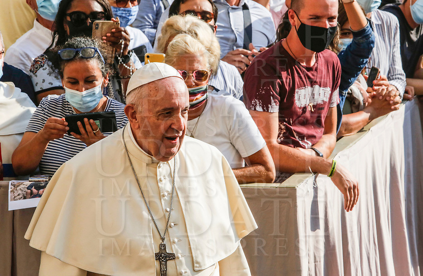 Pope Francis arrives to attend his weekly general audience in St. Damaso courtyard at the Vatican, September 16, 2020.<br /> UPDATE IMAGES PRESS/Riccardo De Luca<br /> <br /> STRICTLY ONLY FOR EDITORIAL USE