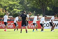 Training mit den Gummibändern - 14.06.2017: Training der Deutschen Nationalmannschaft zur Vorbereitung auf den Confed Cup, Sportpark Kelsterbach