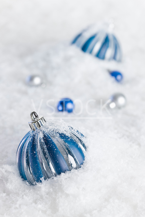 USA, Illinois, Metamora, christmas baubles in snow