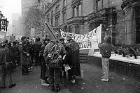 Manifestation anti-SHELL , le 31 mars 1989      <br /> <br /> PHOTO : Pierre Roussel -  Agence Quebec Presse