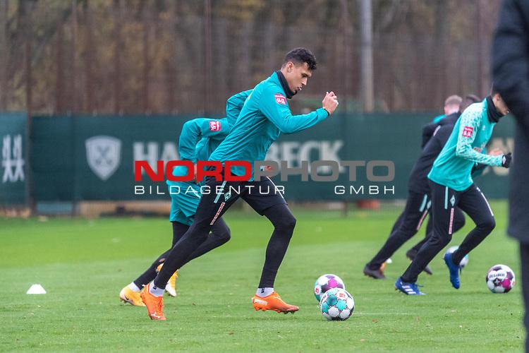 16.11.2020, Trainingsgelaende am wohninvest WESERSTADION - Platz 12, Bremen, GER, 1.FBL, Werder Bremen Training<br /> <br /> <br /> Davie Selke  (SV Werder Bremen #09)  ,Ball am Fuss, <br /> <br /> <br /> Foto © nordphoto / Kokenge