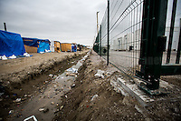 "Separation between the ""old camp"" (on the left) and the containers' ""new camp"" protected by high fences, security guards and finger prints reader at the gate used as the ""key"" to enter.<br />