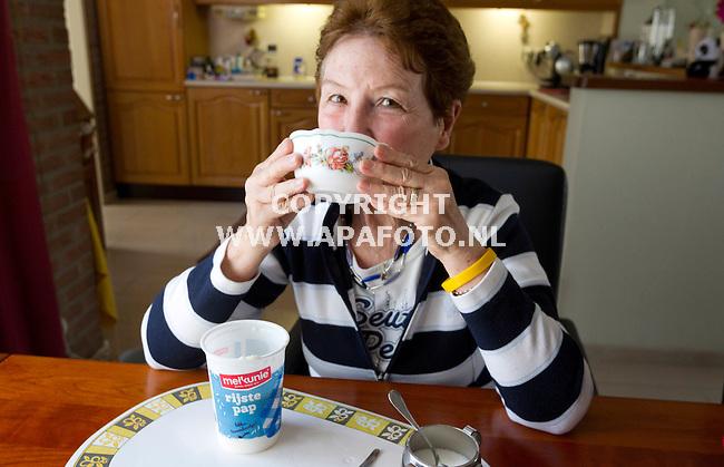 Wijchen, 150415<br /> rijstepap van Melkunie. De pap is zeer vloeibaar (als melk te drinken) en niet te vergelijken met de dikke pap van vroeger. <br /> Foto: Sjef Prins - APA Foto