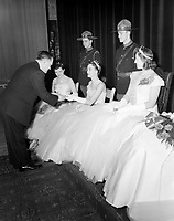 Estelle Cote, Reine de la premiere edition du Carnaval de Quebec  au Bal de la Reine, le  20 fevrier 1955<br /> <br /> Photographe : Lefaivre & Desroches - agence Quebec Presse