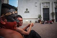 SÃO PAULO, SP, 27.03.2019: PROTESTO-SP - Índios ocupam pátio na sede da Prefeitura de São Paulo na região central da capital paulista durante ato por melhores condições de saúde na tarde desta quarta-feira (27). ( Foto: Luiz Claudio Barbosa/Código19 )