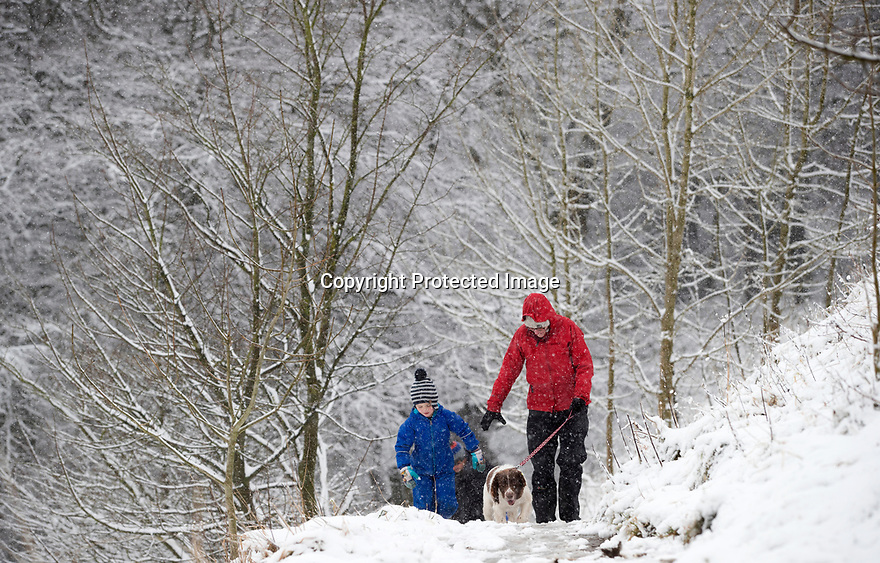 25/11/17<br /> <br /> Jane Scott with son Ben, 6, and springer spaniel Sparky.<br /> <br /> Snow continues to fall on Mam Tor near Castleton in the Derbyshire Peak District.<br />  <br /> All Rights Reserved F Stop Press Ltd. +44 (0)1335 344240 +44 (0)7765 242650  www.fstoppress.com