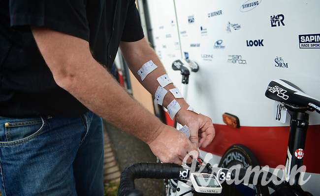DS Jean-Pierre Heynderickx (BEL) putting the roadinfo on the bikes (since race radios are banned)<br /> <br /> 2nd World Ports Classic 2013<br /> stage 2: Rotterdam  (NLD) - Antwerpen (BEL)<br /> 191km