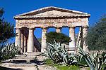 Italy, Sicily, Segesta: Greek Doric Temple | Italien, Sizilien, Segesta: dorischer Tempel (5 Jh. v. Chr.)