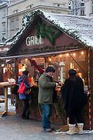 Europe/Voïvodie de Petite-Pologne/Cracovie: Marché de Noël sur la Place du Marché: Rynek - Vieille ville (Stare Miasto) classée Patrimoine Mondial de l'UNESCO,
