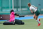 v.li.: Lisa Schneider (Torwart, MHC, 21) hat keine Chance gegen den Schuss von Maike Schaunig (Mülheim, 3), die damit das entscheidende Tor erzielt, Penalty shoot-out, Penaltyschießen, Entscheidung, Action, Aktion, 01.05.2021, Mannheim  (Deutschland), Hockey, Deutsche Meisterschaft, Viertelfinale, Damen, Mannheimer HC - HTC Uhlenhorst Mülheim <br /> <br /> Foto © PIX-Sportfotos *** Foto ist honorarpflichtig! *** Auf Anfrage in hoeherer Qualitaet/Aufloesung. Belegexemplar erbeten. Veroeffentlichung ausschliesslich fuer journalistisch-publizistische Zwecke. For editorial use only.