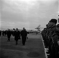 Le 5 Novembre 1966. Vue de l'arrivée d'Alexis Kossyguine sur le tarmac de l'aéroport Toulouse-Blagnac.
