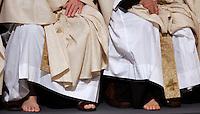 Sacerdoti si preparano alla cerimonia della Lavanda dei piedi celebrata da Papa Benedetto XVI alla Basilica di San Giovanni in Laterano a Roma, 1 aprile 2010..Priests prepare for the feet-washing rite celebrated by Pope Benedict XVI at St. John in Lateran's Basilica in Rome, 1 april 2010..UPDATE IMAGES PRESS/Riccardo De Luca
