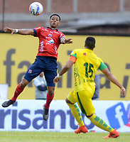 ITAGÜI - COLOMBIA - 19 - 03 - 2018: Edisson Restrepo (Der.) jugador de Leones disputa el balón con Yairo Moreno (Izq.), jugador de Deportivo Independiente Medellin, durante el partido entre Leones F.C. y Deportivo Independiente Medellin, de la fecha 9 por la Liga Águila I 2018, jugado en el Metropolitano Ciudad de Itagüi-Ditaires de la ciudad de Itagüi. / Edisson Restrepo (R) player of Leones vies for the ball with Yairo Moreno (L), jugador de Deportivo Independiente Medellin, during match between Leones F.C. and Deportivo Independiente Medellin, of the 9th date for the Aguila League I 2018, played at Metropolitano Ciudad de Itagüi-Ditaires stadium in Itagüi city. Photo: VizzorImage/ León Monsalve / Cont.