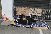 03.04.2020 - Morador de rua pede ajuda na av Paulsta em SP