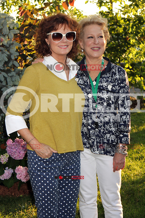 Susan Sarandon and Bette Midler attending Bette Midler's New York Restoration Project's 11th annual Spring Picnic on The Cloisters Lawn at Fort Tryon Park in New York, 31.05.2012..Credit: Rolf Mueller/face to face /MediaPunch Inc. ***FOR USA ONLY***