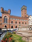 Italien, Piemont, Asti: Piazza Roma mit Torre dei Commentini | Italy, Piedmont, Asti: Piazza Roma with Torre dei Commentini