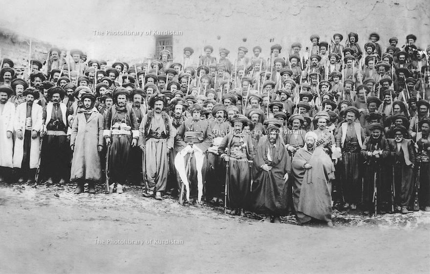 Iran 1946 Tribe's men, supporters of the Republic of Mahabad <br /> Iran 1946 Hommes de tribu , partisans de la Republique de Mahabad